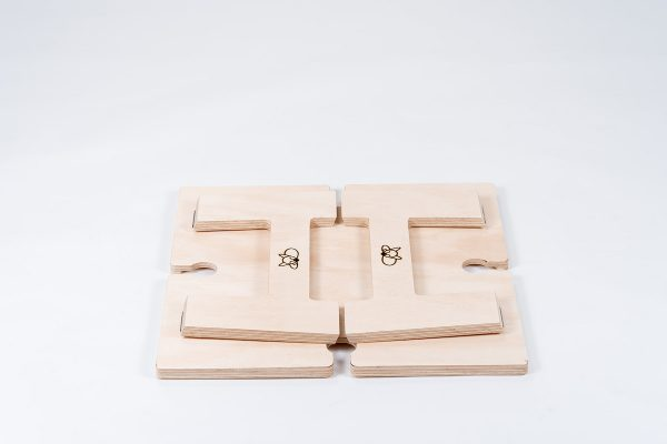 Foldable square wine table