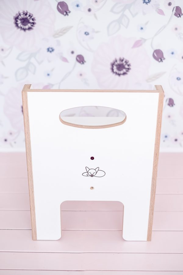 White weaning chair for toddlers