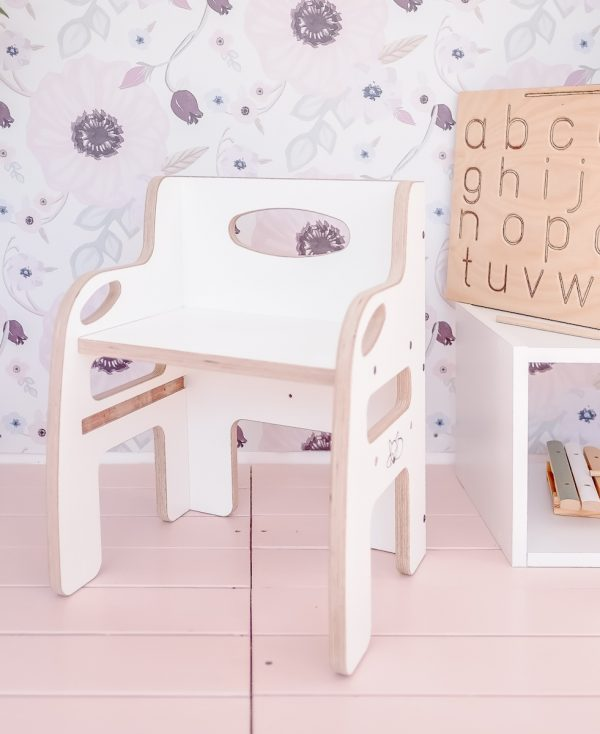 The front of the white weaning chair